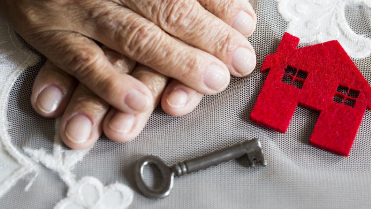 helped-parent-move-into-retirement-community [750x422]